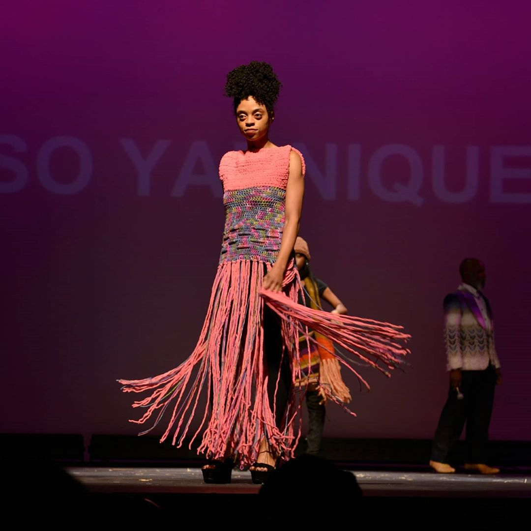 @soyarnique came to from South Carolina. Her colorful creations are a fashionable treat & looked amazing on the stage is 3.22.20. Visit: http://bit.ly/strandsfiberfashion  Photo by Ty Davis of @tdvisualarts